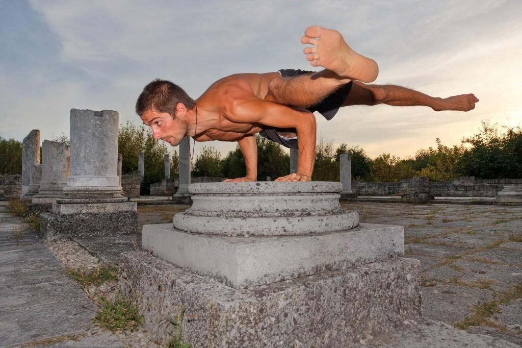 Ицо води практики, укрепващи тялото и духа - комбинация от асани, фитнес, релаксация,  концентрация и очистителни процедури.  Проектът му се издържа от дарения.