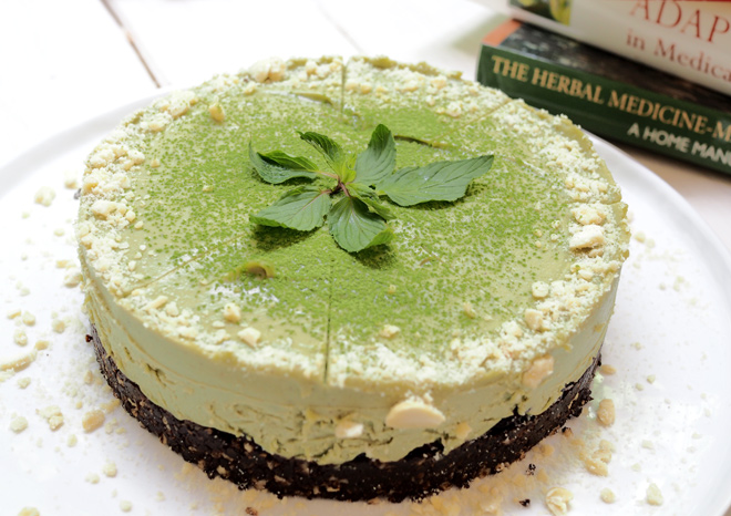 cake-with-avocado-and-barley-grass-powder-01